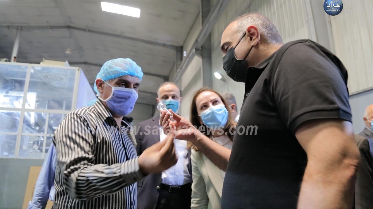 بالصور  ..  الخصاونة يزور مصنعاً للبلاستيك في المفرق