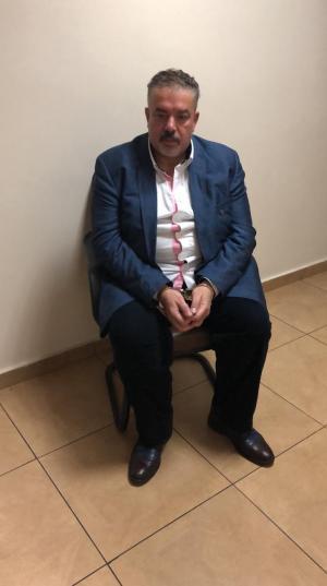 صور عوني مطيع بعد القاء القبض عليه واستلامه الليلة