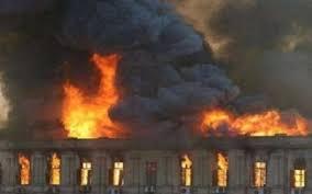 إخلاء 45 نزيلا إثر اندلاع حريق بفندق في البحر الميت