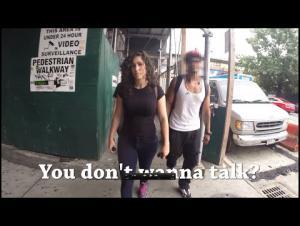 بالفيديو.. ممثلة تتعرض لـ(108) حالات تحرش خلال 10 ساعات بالشارع