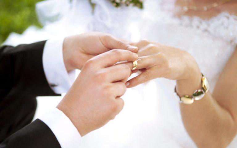 معاني حلم الزواج للرجل العازب وتفسيراتها