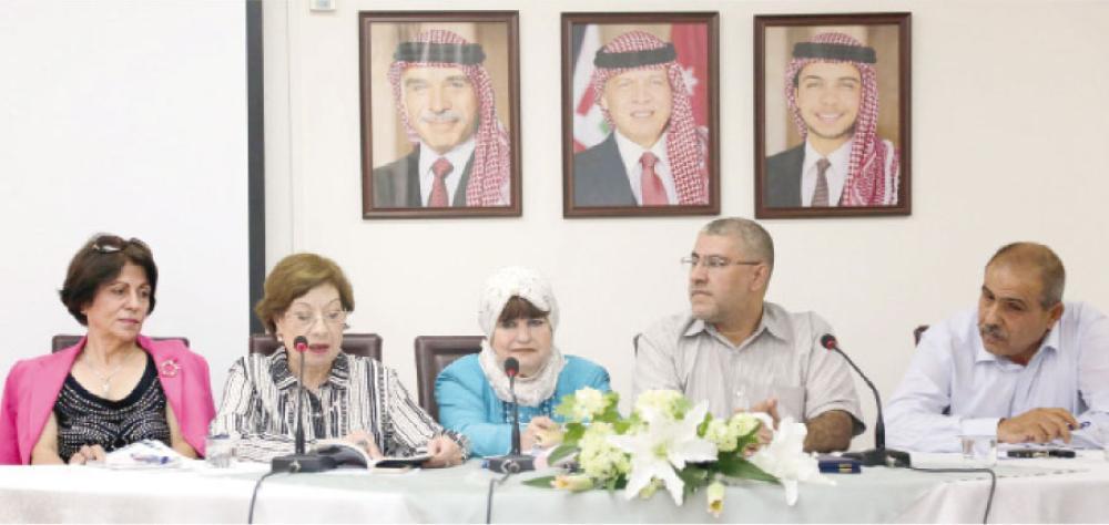 توقيع المجموعة القصصية (هموم الورد) للأديبة هدى أبو غنيمة