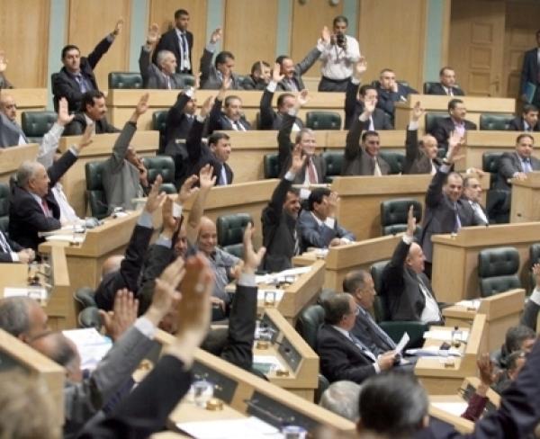 أسماء النواب الذين حضروا والذين غابوا عن جلسة الثلاثاء