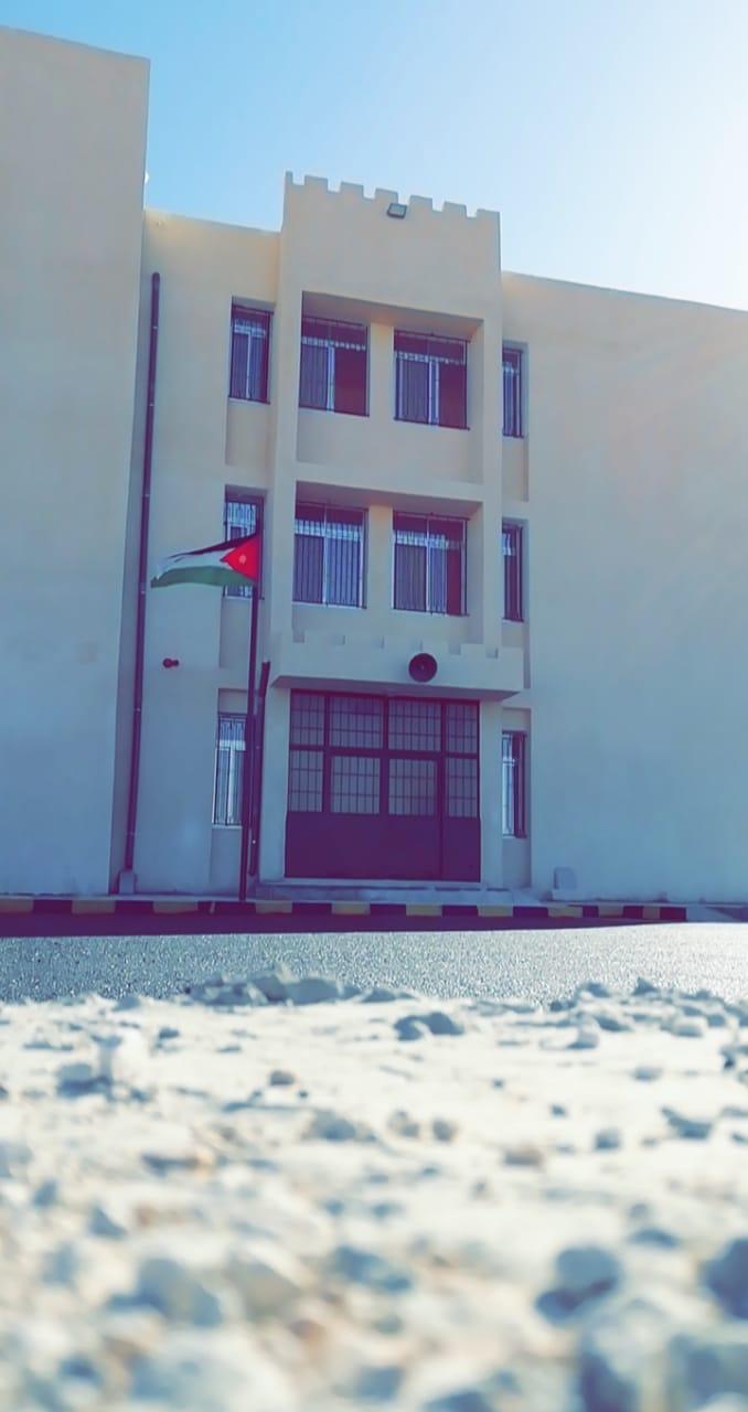 مجلس محافظة المفرق يسلم تربية قصبة المفرق اول مدرسة من مشاريعها