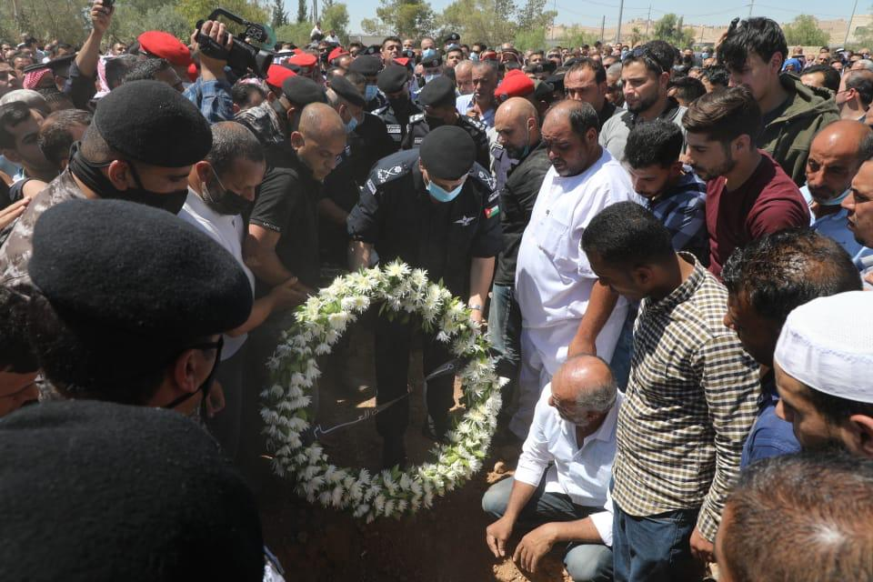 مديرية الامن العام تشيع جثمان فقيدها العميد محمود عواد لمثواه الاخير