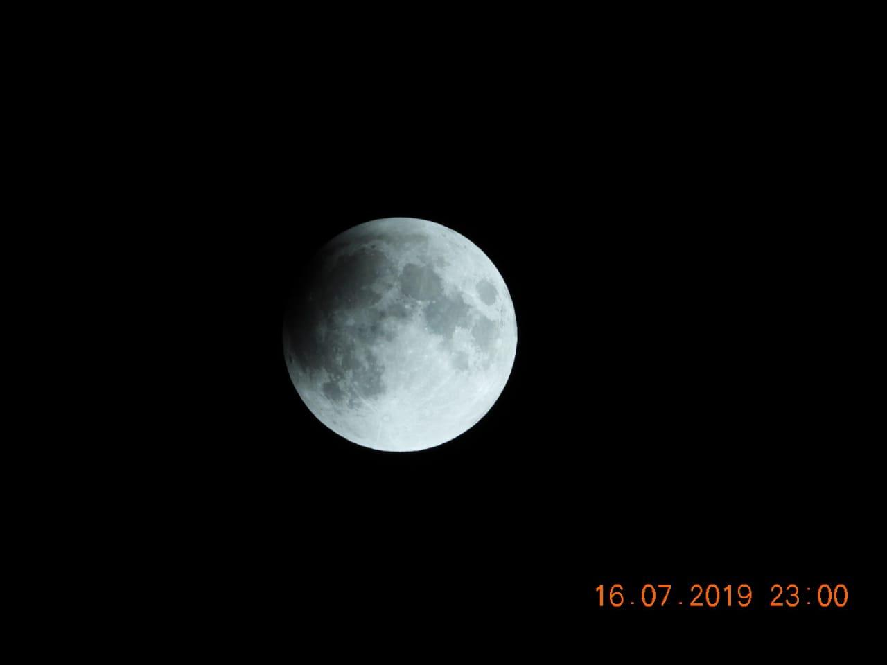 بدء الخسوف الجزئي للقمر في سماء الأردن