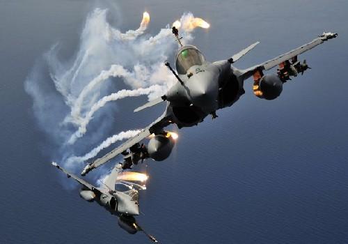"""فرنسا تقرر وضع مقاتلات حربية جديدة لها  في الاردن للتصدي لـ""""داعش"""""""