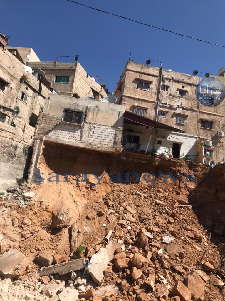 """بالفيديو  ..  انهيارات لشُرف منازل بسبب حفريات إحدى المشاريع في """"النصر"""""""