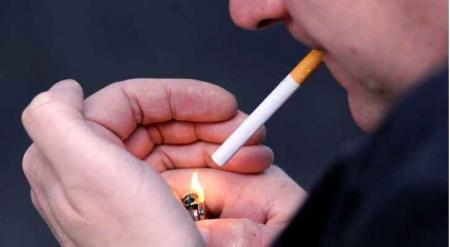 الحكومة تعد بحل مشاكل شركات السجائر