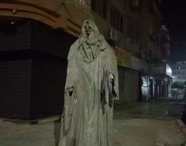 بالصور  ..  تمثال مرعب يثير الذعر بأحد الشوارع المصرية  ..  والكشف عن حقيقته