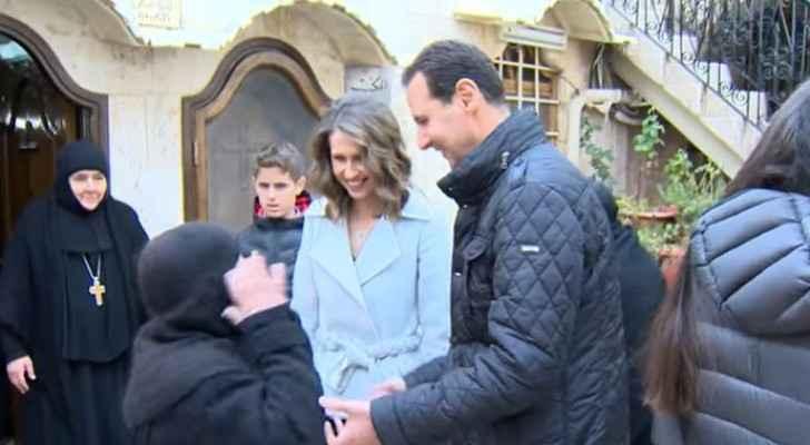 بالفيديو ..  بشار الأسد وزوجته يحتفلان بعيد الميلاد