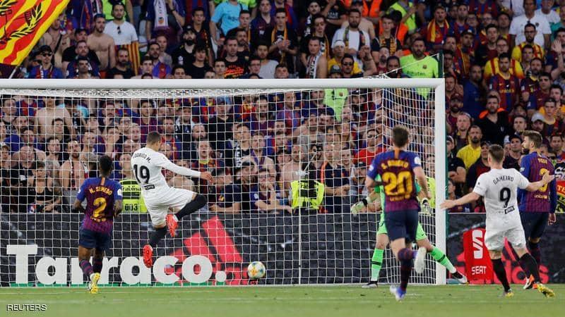 فالنسيا يحقق لقب كأس الملك بفوزه على برشلونة بهدفين