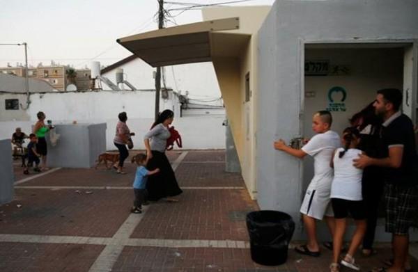 """وسائل إعلام إسرائيلية: صفارات الإنذار تدوي في مناطق مختلفة من """"غلاف غزة"""""""