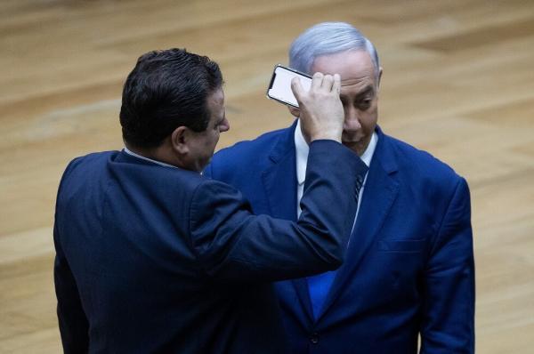 """بعد """"واقعة الهاتف"""" .. نتنياهو يطلب حراسة شخصية داخل الكنيست"""