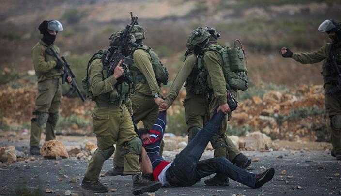 إصابات واعتقالات واخطارات بالهدم في الضفة الغربية والقدس