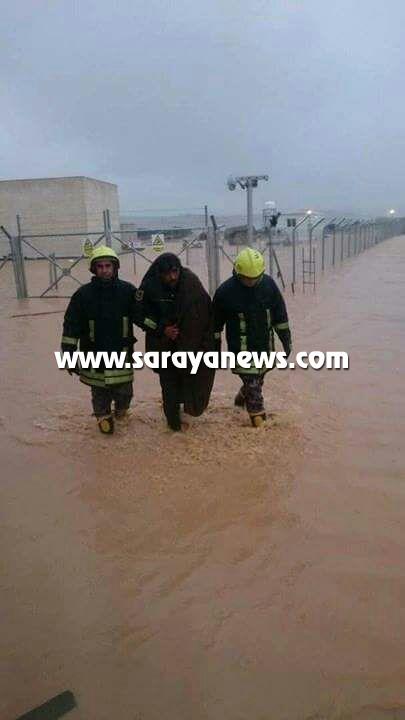المياه تداهم 4 منازل في مأدبا ..   والدفاع المدني ينقذ مواطنا حاصرته مياه الامطار
