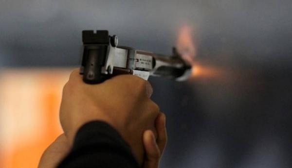 اب يقتل ابنه رمياً بالرصاص في ناعور