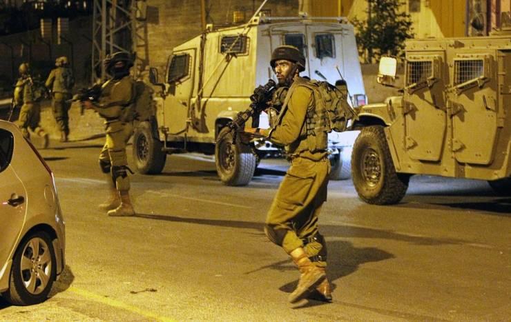 اصابات واعتقالات خلال قمع الاحتلال وقفة منددة بالإساءة للرسول في القدس