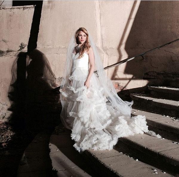 صور شاكيرا مرتدية فستان زفاف أبيض 2014