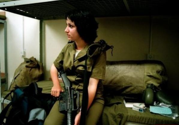 على حدود غزة ..  شاهد بالصور: كيف تعيش مجندات الجيش الاسرائيلي