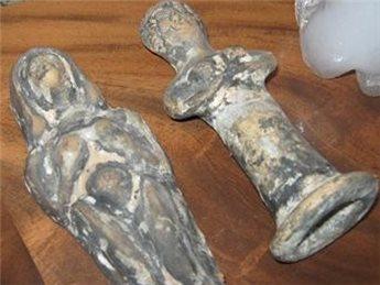 الشرطة تحبط محاولة لبيع مواد أثرية وتلقي القبض على ثلاثة أشخاص في رام الله