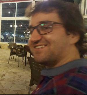 مبارك التخرج للشقيقين وسيم واحمد ابو هزيم