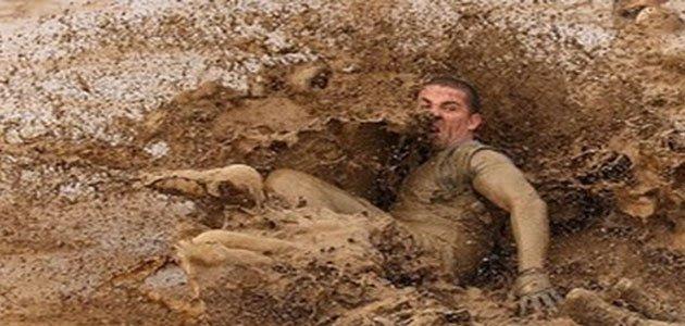 تفسير حلم السقوط بالطين