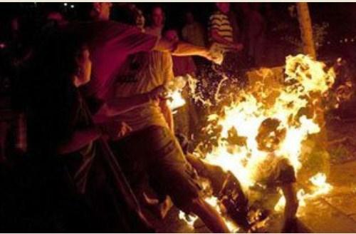 تفاصيل مفجعة  ..  كيف يقوم البوذيون بمساعدة الشرطة بإحراق المسلمين داخل منازلهم في ميانمار