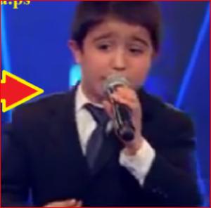 بالفيديو.. طفل يشعل 'The Voice Kids' بأغنية شعبية ويثير جنون الحكام!