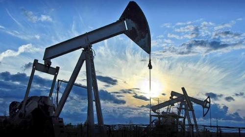 أسعار النفط تقفز 5 بالمئة إثر تراجع حاد بالمخزونات الأمريكية