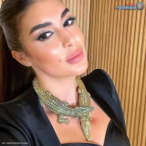 بالفيديو والصور  ..  ياسمين صبري تخرج عن صمتها و ترد على هجوم والدها