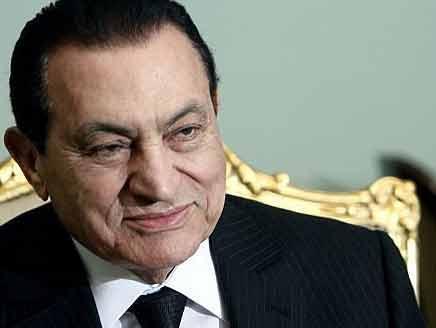 سويسرا تجمد إعادة 700 مليون فرنك من أموال مبارك إلى مصر