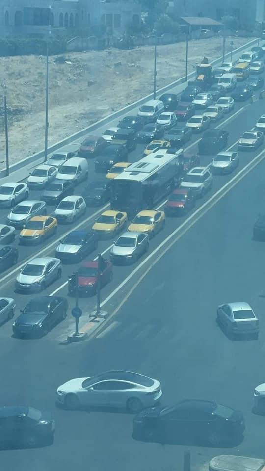 """بالصور  ..  بعد 11 عام من الانتظار الباص السريع عالق في ازمة عمان  ..  ومواطنون عبر سرايا اين """"إشارات ممنوع"""""""