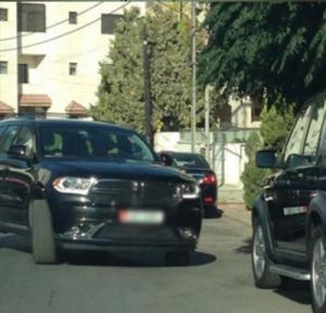 وزير يطلب من مرافقيه و مدير مكتبه و السائقين انتظاره على باب الوزارة كل صباح لإستقباله