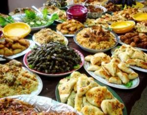 لهذه الأسباب .. يزيد الوزن في رمضان رغم الصيام