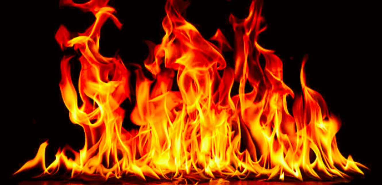 """لبناني """"عاق"""" أضرم النار في المنزل و والدته تعدّ الطعام في المطبخ  ..  تفاصيل صادمة"""