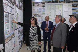 المولا يفتتح معرض مشاريع تخرج طلبة كلية العمارة والتصميم