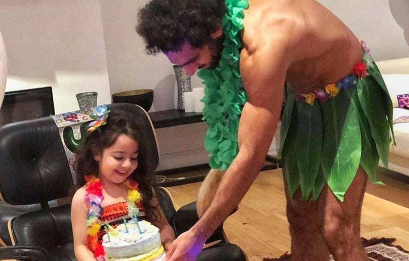 حفل عيد ميلاد مكة ابنة صلاح باطلالة غريبة