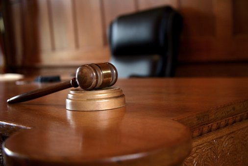 """استبدال عقوبة الإعدام بالسجن 10 سنوات لشاب قتل شقيقته بداعي """"الشرف"""""""