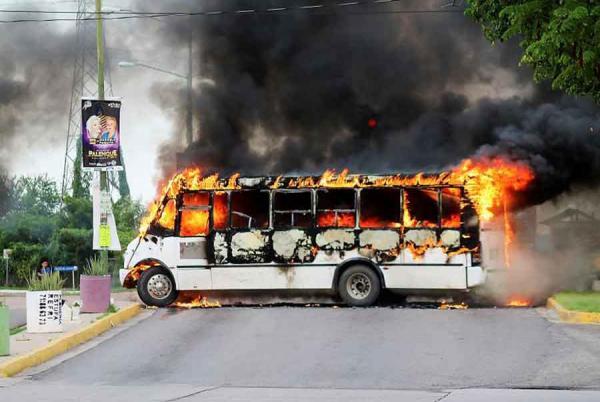 """شاهد  ..  مواجهات دامية في اعتقال نجل """"إمبراطور المخدرات"""" بالمكسيك"""