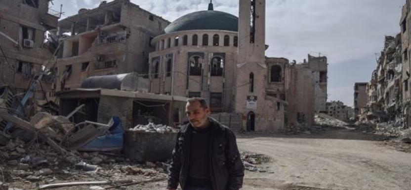 بعد تدميرها .. النظام يطلب من أئمة المساجد بالغوطة الشرقية الدعاء للأسد