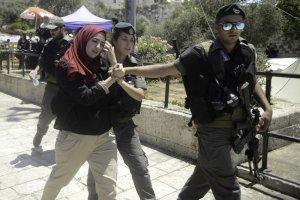 القدس: الاحتلال يعتقل 4 مواطنات وطفلين