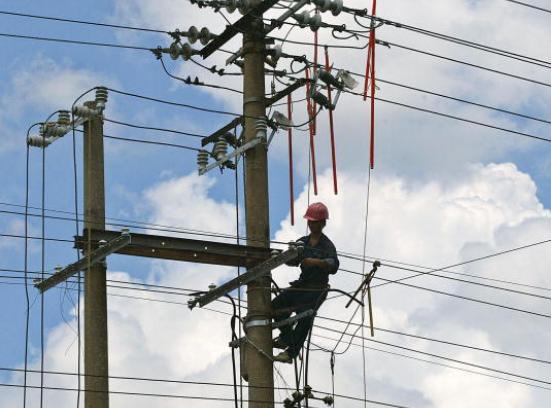 """""""توزيع الكهرباء"""" تبدأ بتغذية مناطق بالطفيلة من المحطة الوطنية"""