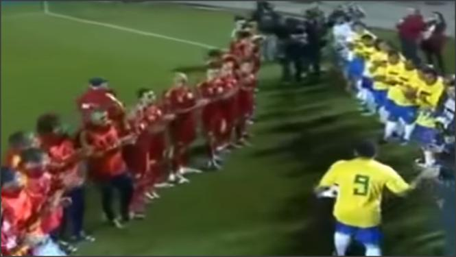 بالفيديو .. عندما يعتزل اساطير كرة القدم
