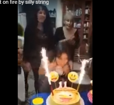 بالفيديو ..  عيد يتحوّل إلى كارثة ..  حرقوها أثناء إطفاء الشموع الـ11