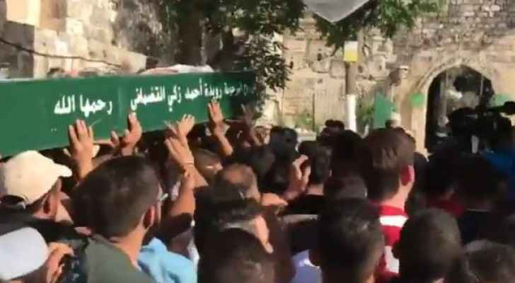 بالفيديو .. الاعتداء على مشيعي جنازة حاولوا دخول الأقصى