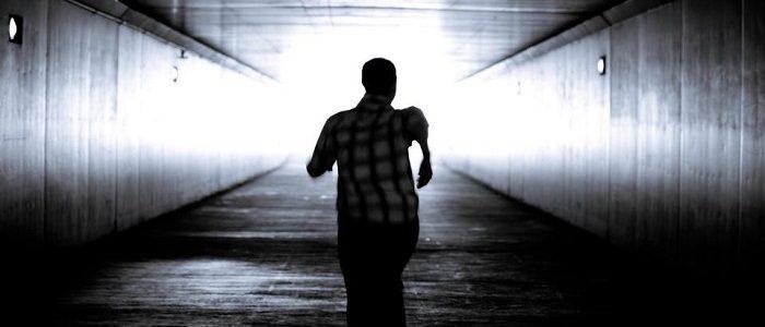 ماهو تفسير حلم الهروب والاختباء في المنام ؟