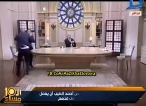 بالفيديو .. ضرب  مبرح على الهواء بين مذيع مصري ومعلق رياضي