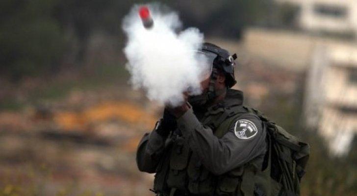 """الاحتلال يحرم أما فلسطينية من جنينها إثر مضاعفات """"قنابل الغاز"""""""