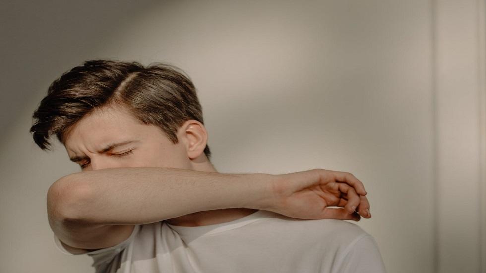 """خبراء يكشفون عن دور حاسم ل""""هرمون الذكورة"""" في تعزيز الإصابة بكورونا"""